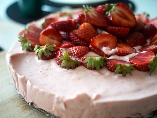 Jordgubbscheesecake med orebotten Foto: Ville Frisk
